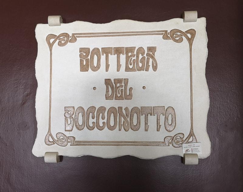 Castel Frentano - Insegna della Bottega del Bocconotto