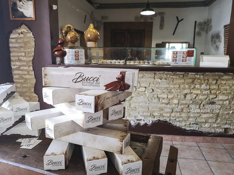 Castel Frentano - confezioni alla Bottega del Bocconotto