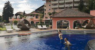 Cavallino Bianco - tuffi in piscina
