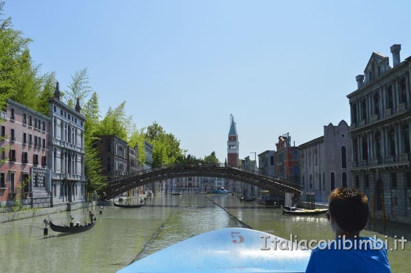 Italia in miniatura - Barchetta sui canali di Venezia