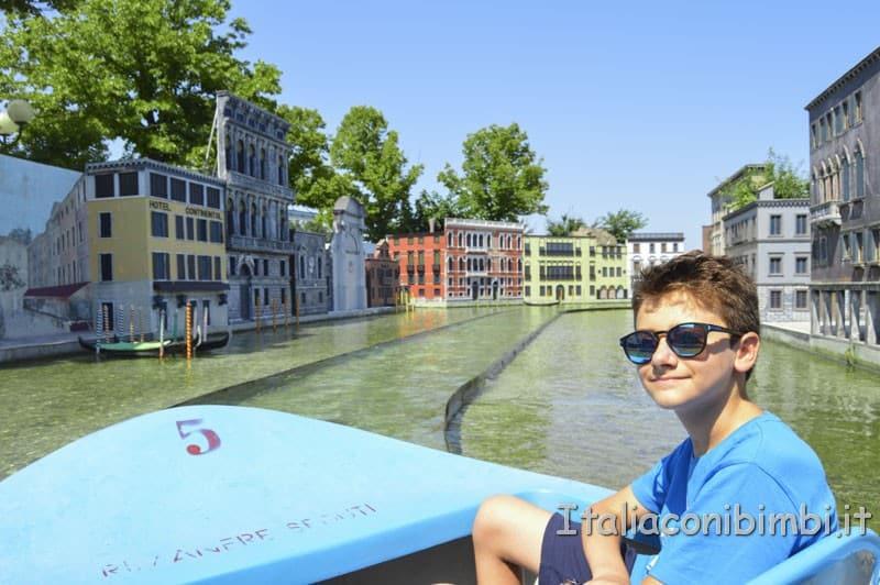 Italia in miniatura - barchette sui canali di Venezia.