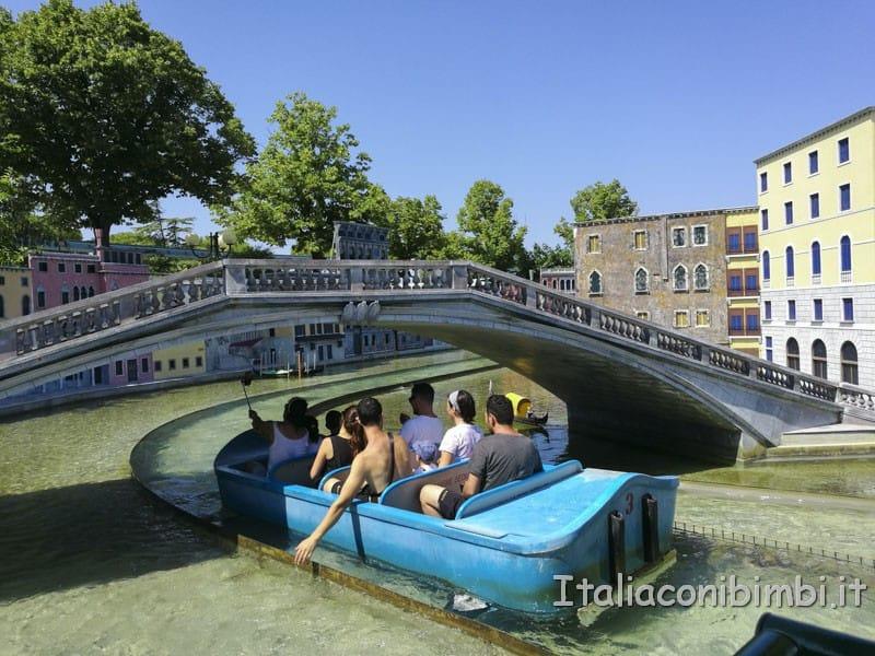 Italia in miniatura - barchette sulla ricostruzione della laguna di Venezia