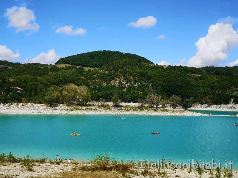 Lago di Fiastra - canoe e pattini