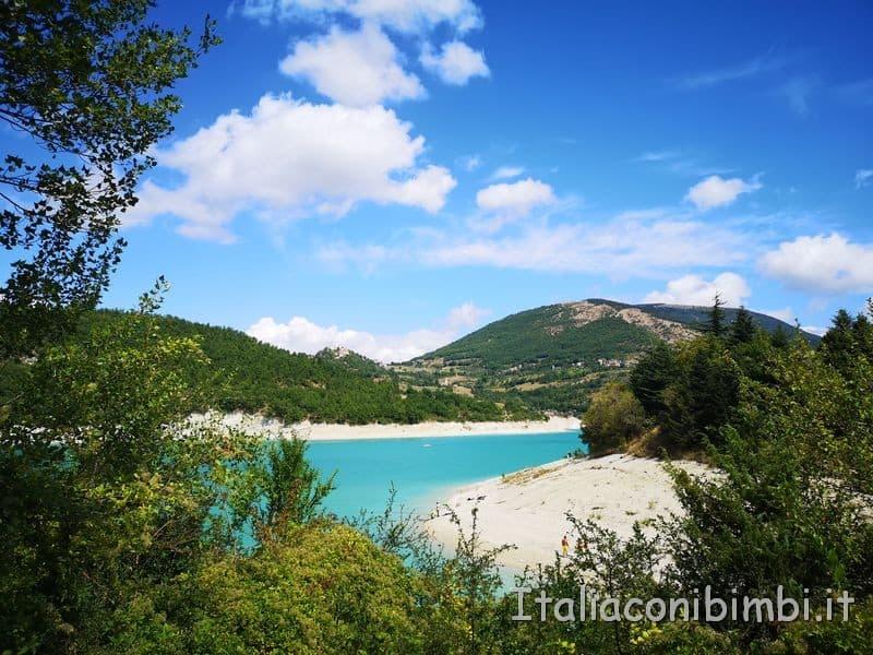 Lago di Fiastra - veduta dalla passeggiata