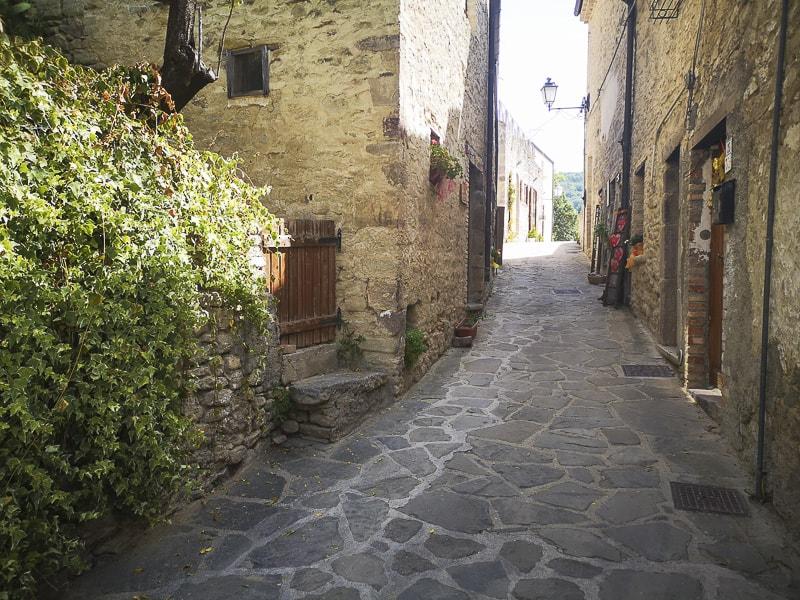 Rocca Scalegna - vie del borgo