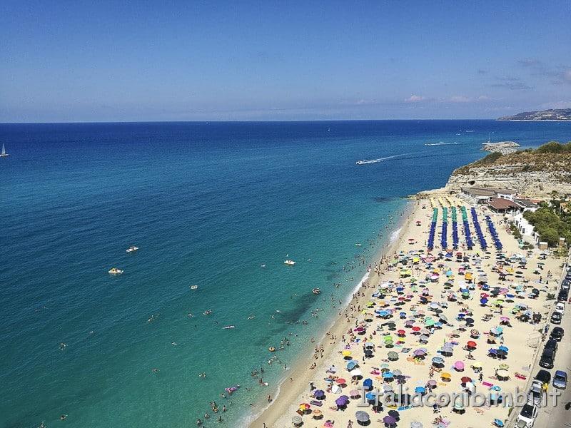 Tropea- spiaggia dal belvedere Raf Vallone