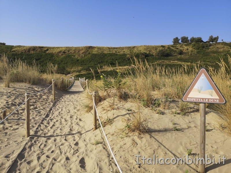 Vasto - passerella che attraversa le dune della spiaggia di Punta Penn