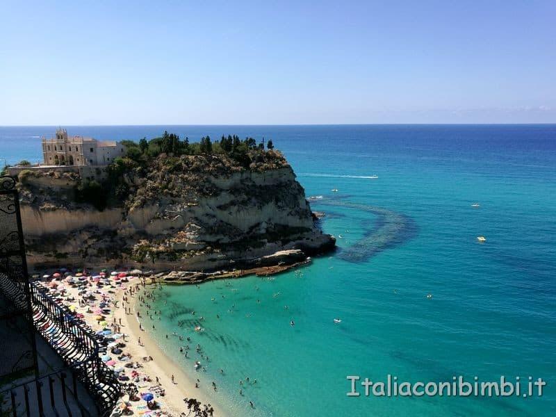 Vista sulla spiaggia di Tropea dal belvedere Raf Vallone