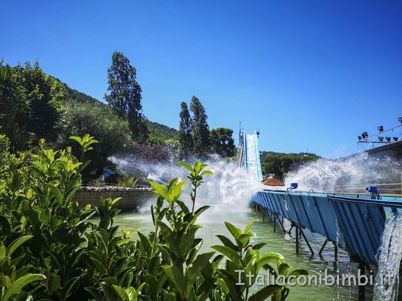 Zoo-safari-di-Fasano-tronchi-sull-acqua-a-Fasanolandia