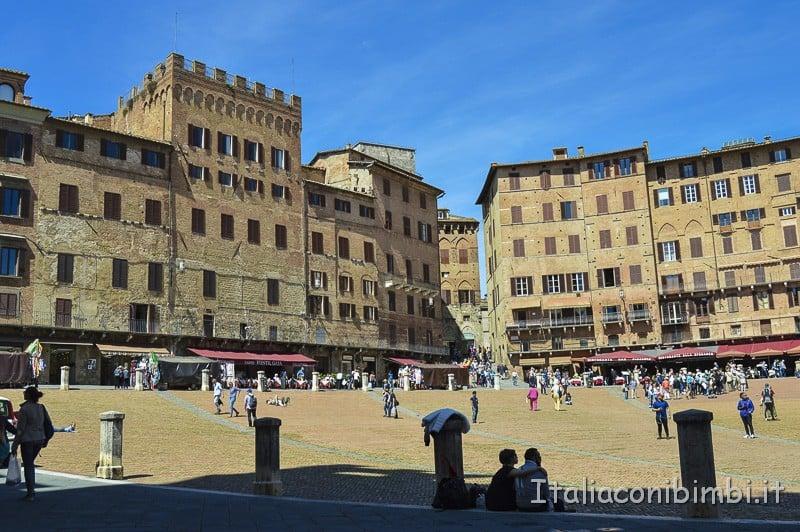 Siena- palazzetti in Piazza del Campo