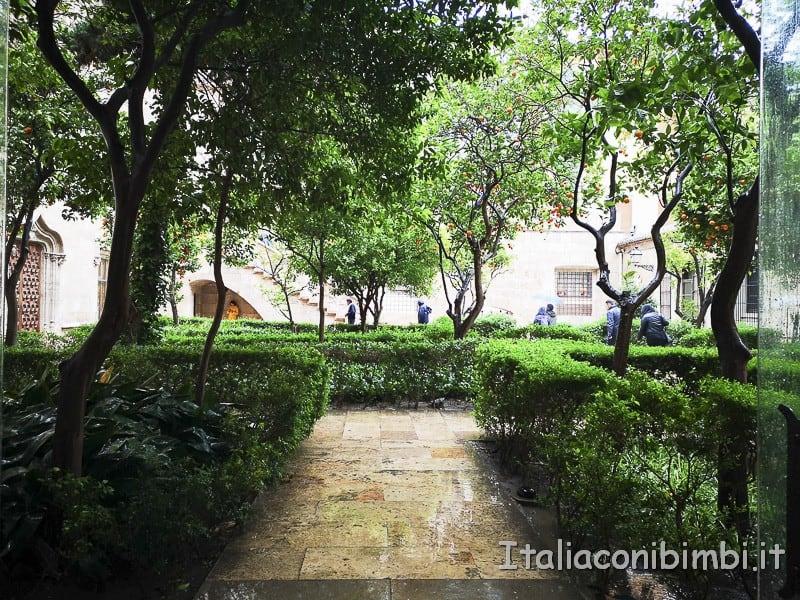 Valencia-Lonja-de-la-Seda-giardino