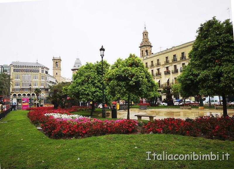 Valencia-Piazza-della-Reina-fiori