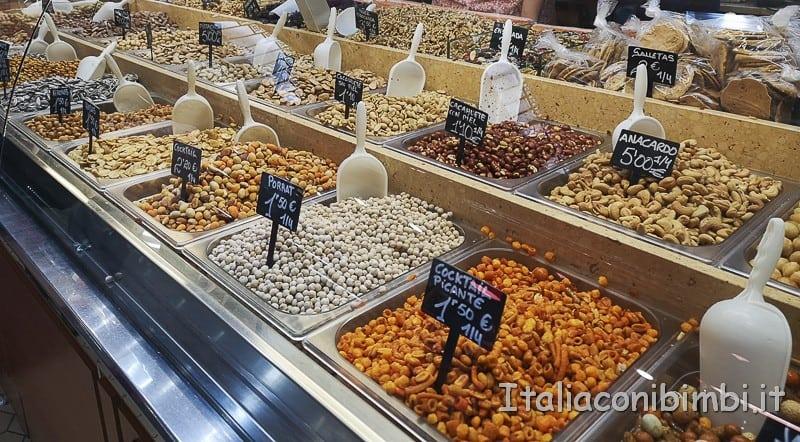 Valencia-frutta-secca-al-Mercato-Centrale