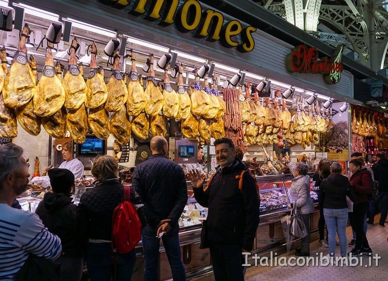 Valencia- prosciutti al mercato centrale