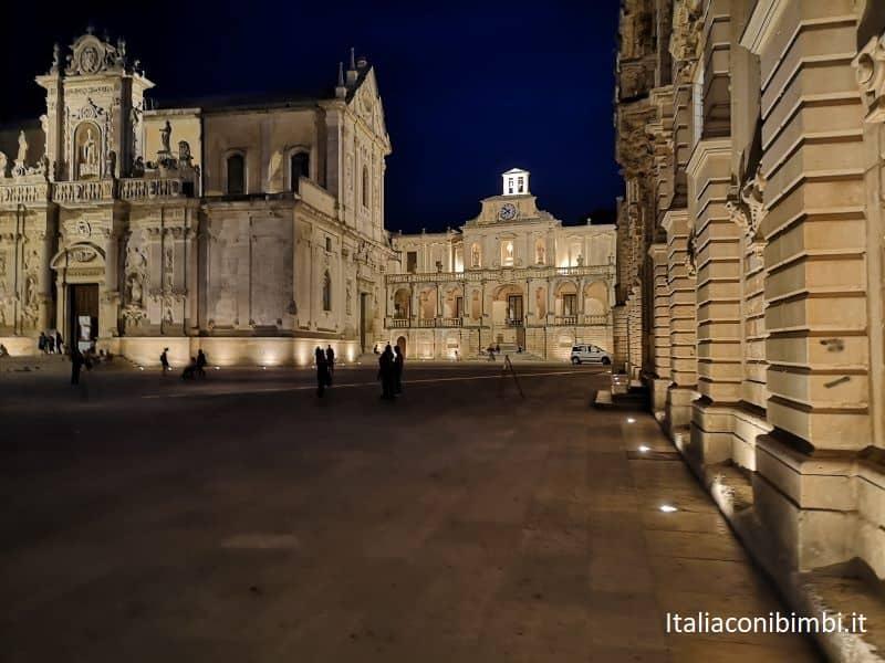 Piazza del duomo di Lecce di sera
