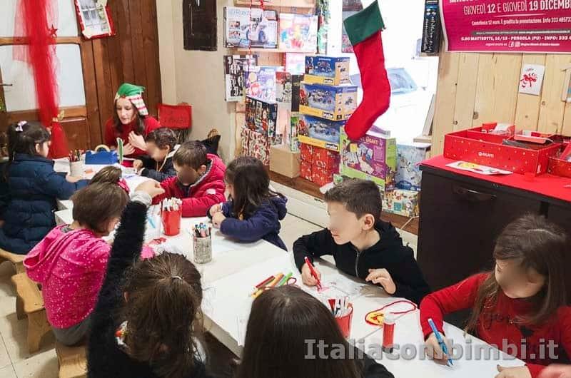 Magico Mondo di Babbo Natale - colorare con gli elfi