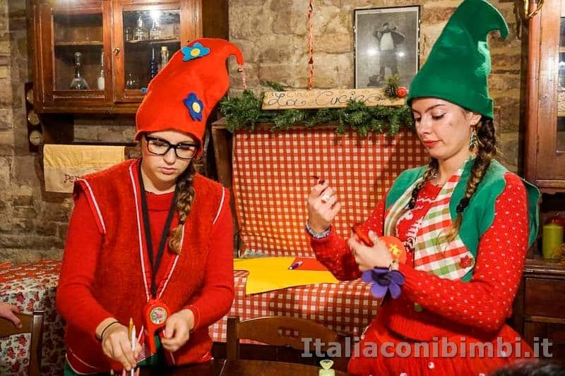 Magico Mondo di Babbo Natale - elfe al lavoro