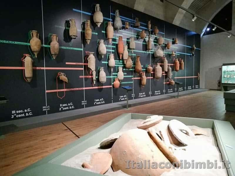 Museo-delle-navi-di-Pisa-parete-di-anfore