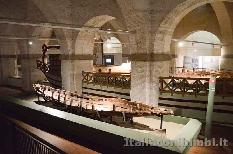 Museo delle navi di Pisa - resti di un'imbarcazione antica