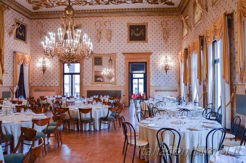 Padova - Caffè Pedrocchi sala interna