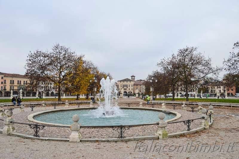 Padova - fontana di Prato della Valle