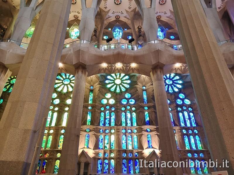Sagrada-Familia-altre-vetrate-azzurre
