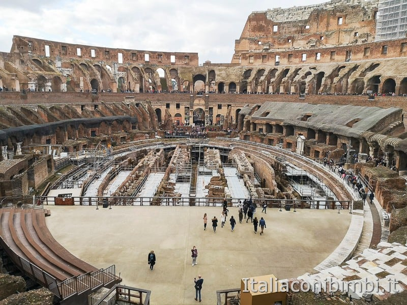 Colosseo - vista d'insieme dall'interno