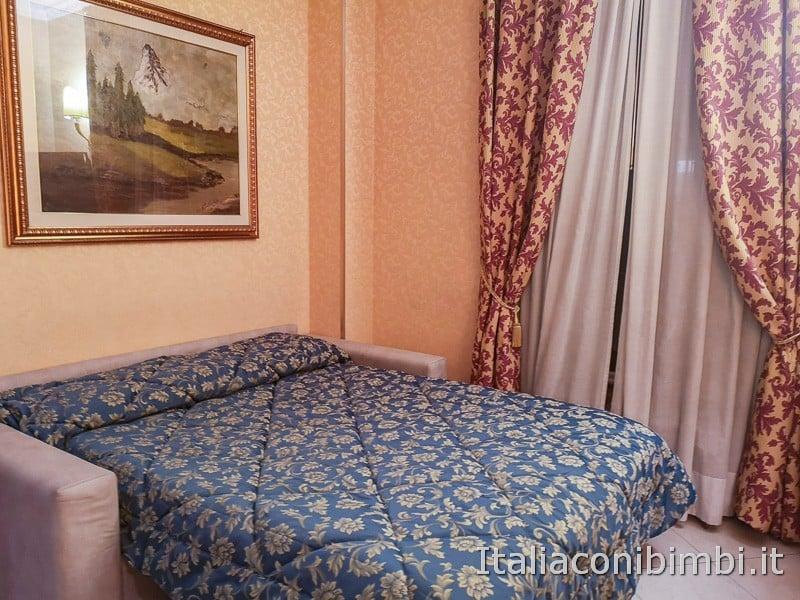 Hotel Amalia Vaticano a Roma - camera quadrupla divano letto