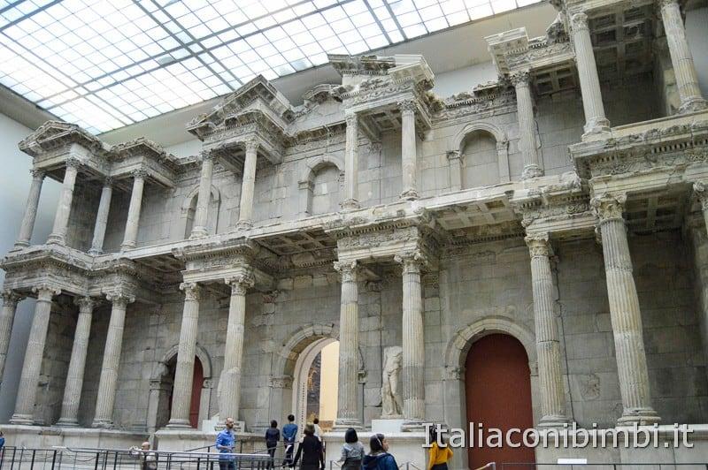 Pergamon Museum Berlino - la ricostruzione del mercato romano porta di Mileto