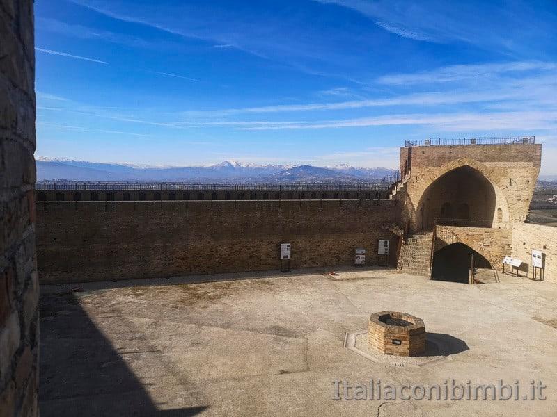 Acquaviva Picena - dentro alla Rocca
