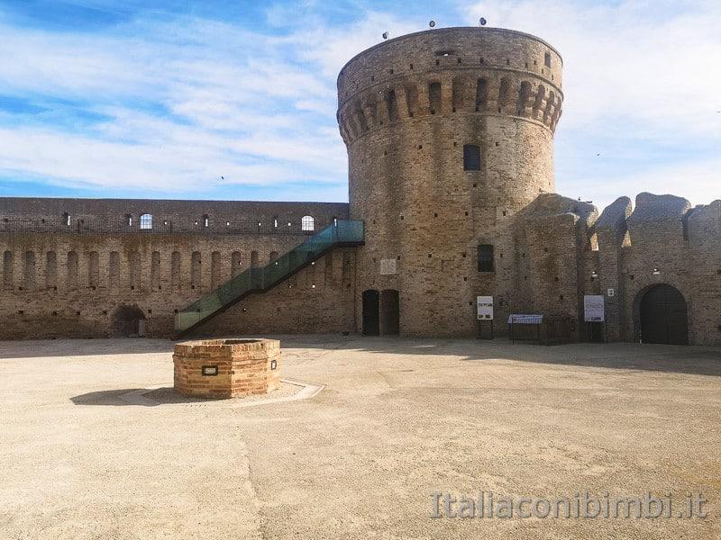 Acquaviva Picena - interno della Rocca