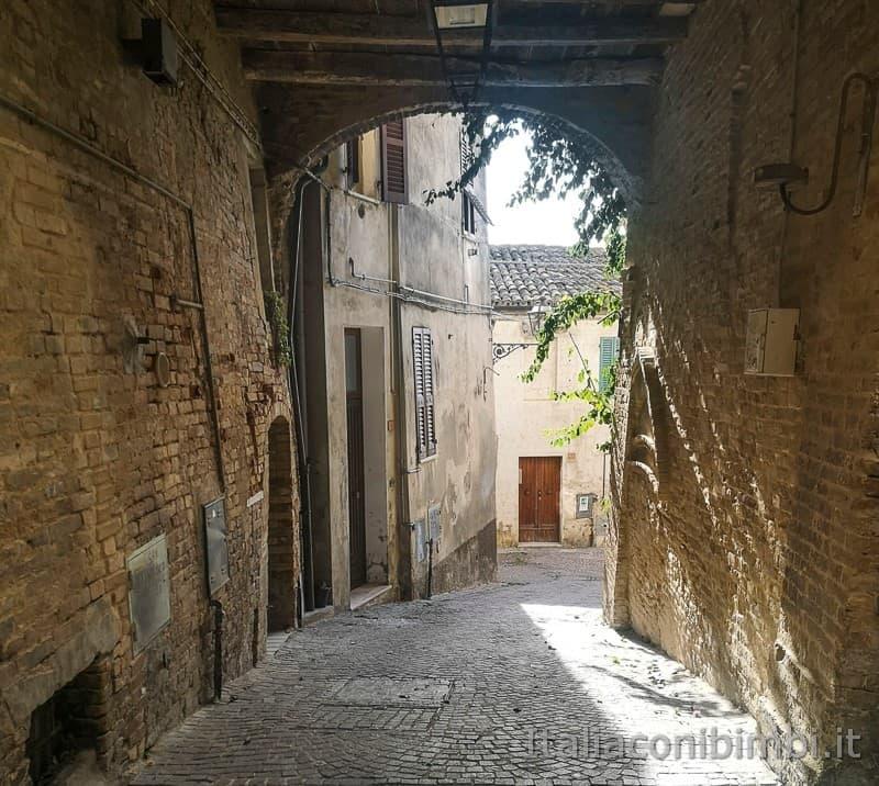 Acquaviva Picena - scorcio di un vicolo