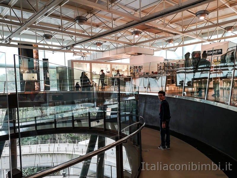 CosmoCaixa museo della scienza di Barcellona - corridoio a spirale