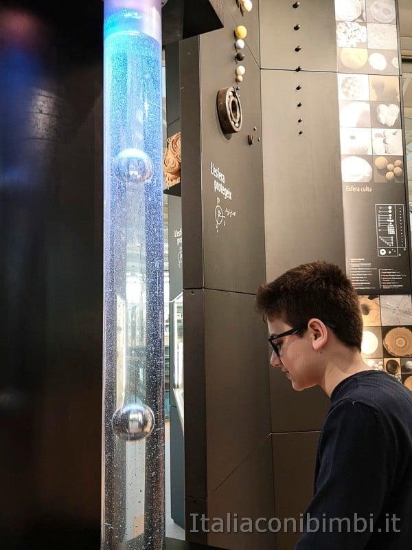 CosmoCaixa museo della scienza di Barcellona - esperimenti