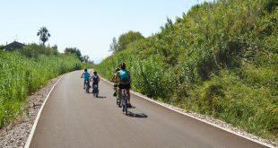ciclabile adriatica abruzzese - bambini in bicicletta a Vasto