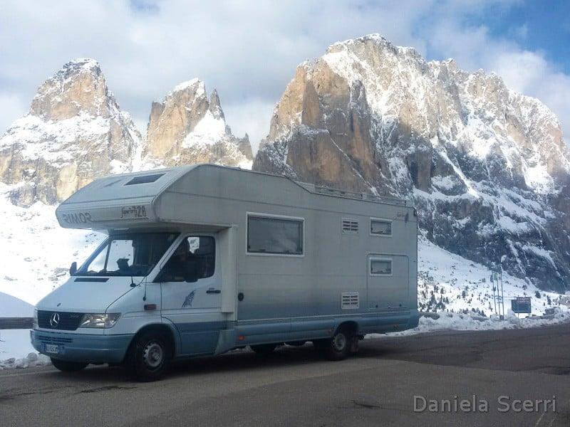 Vacanza in camper in montagna d'inverno