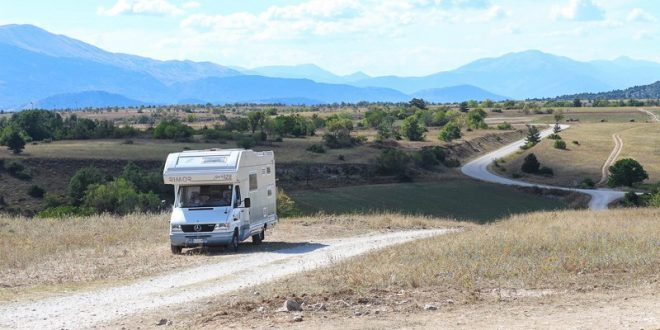 Camper-vacanza-on-the-road
