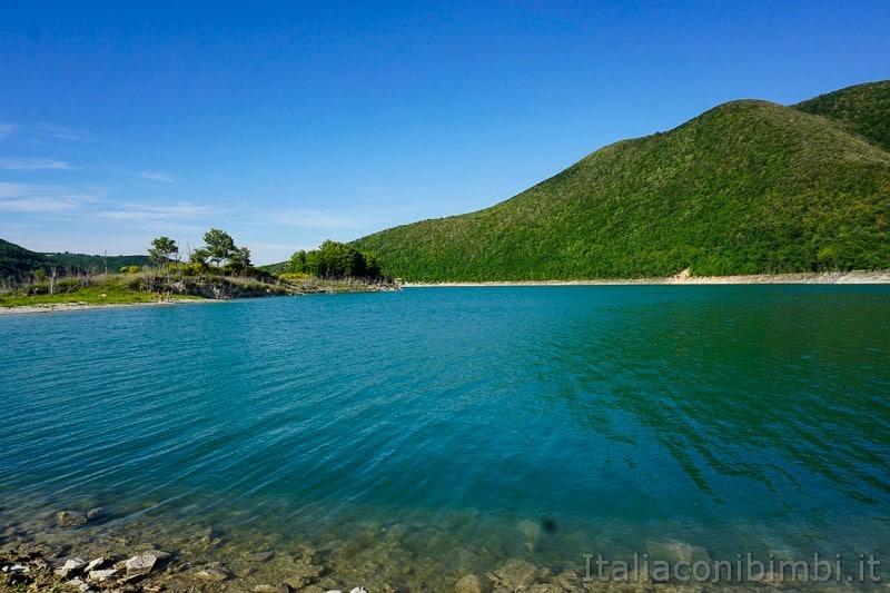 Lago di Cingoli- spiaggia