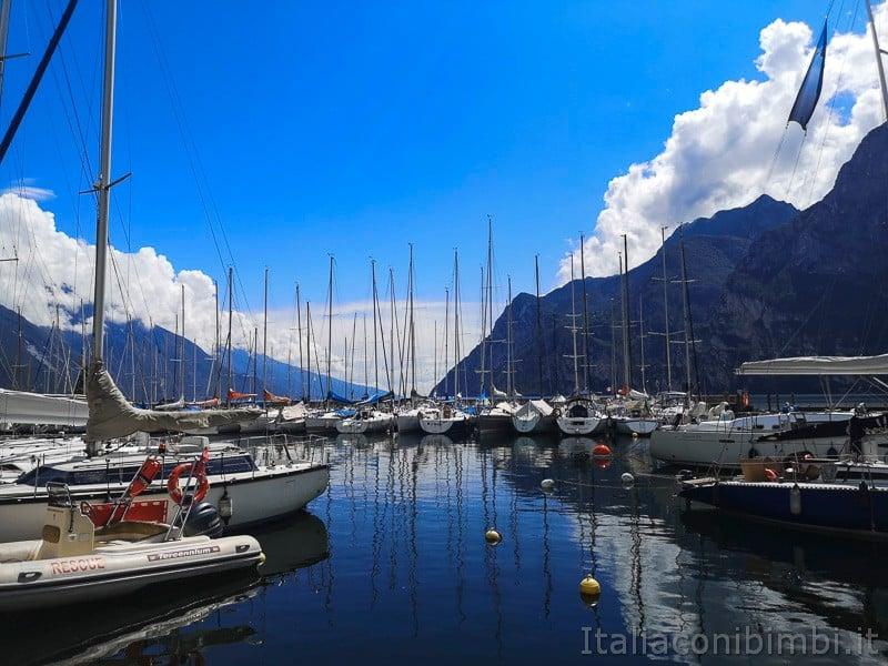 Riva del Garda- barche al porticciolo turistico