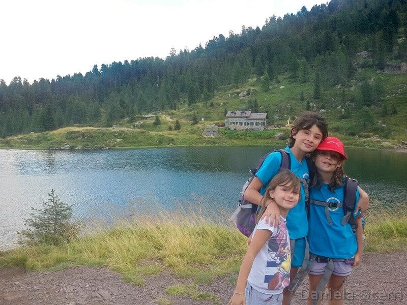 Trentino in camper- bambini ai laghetti di Colbricon