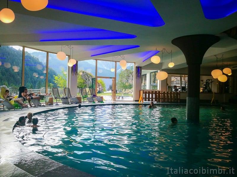 Trentino in camper- piscina del Camping Vidor