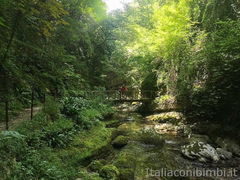 Caramanico Valle dell'Orfento- noi sul ponte