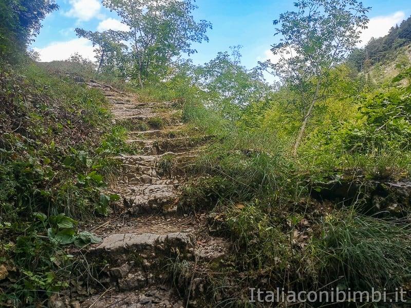 Caramanico Valle dell'Orfento- scale del sentiero