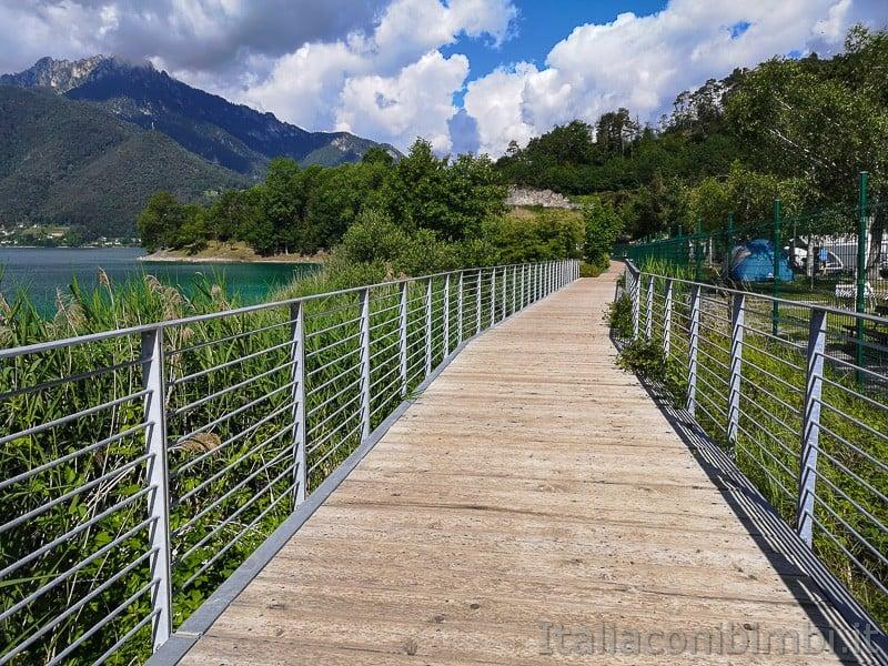 Lago di Ledro- passerella di legno