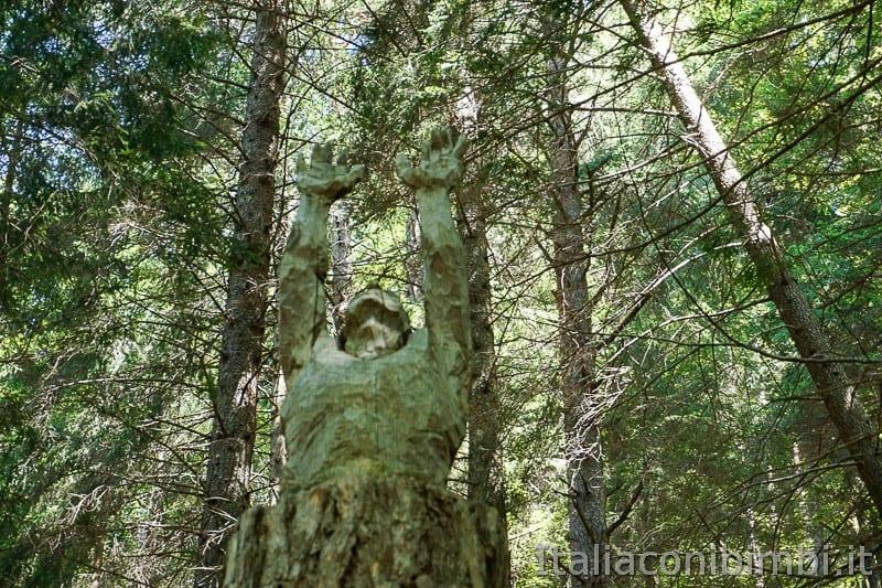 Sentiero il Respiro degli alberi- opera Verso la luce
