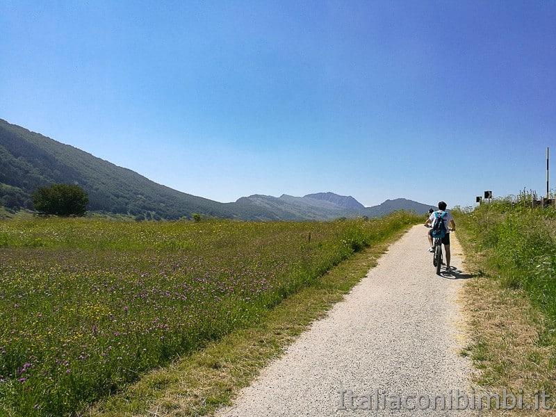 Ciclabile dell'Altopiano delle Rocche- prati fioriti