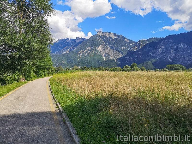 Ciclabile della Valsugana- paesaggi dalla strada