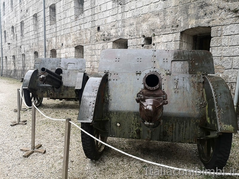 Forte Belvedere- cannoni all'esterno