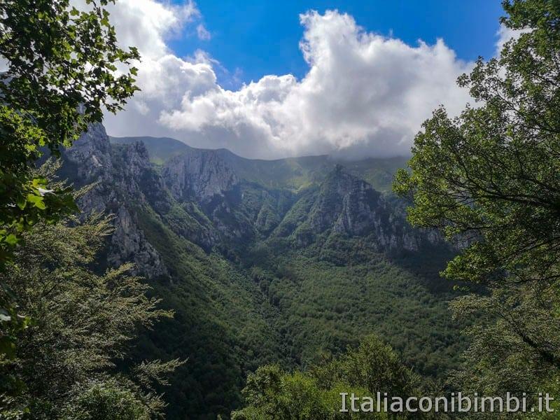Gole dell'Infernaccio- panorama sulle montagne