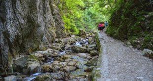 Gole dell'Infernaccio- sentiero di lato al torrente